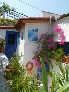 Greece - Athens - Santorini style street (just one in all Athens) : Picture Lily Peony https://fr.pinterest.com/lilypeony/
