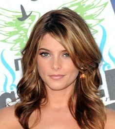 Coloring Your Own Hair: Hair Color Ideas Red with Blonde Highlights Ashley Greene Hair, Medium Brunette Hair, Brunette Color, Brunette Ombre, Ombre Hair, Hair Medium, Summer Brunette, Perfect Brunette, Brunette Bangs