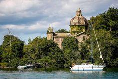 Évasion : la Toscane sans galoper.           Italie, Grotte di Castro. Un château du XVIIe siècle, des chevaux, un lac, une île, des balades entre nature et histoire, et au trot !