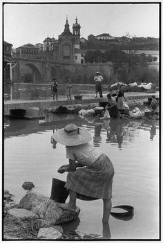 Henri Cartier-Bresson, 1955  Amarante. (Portogallo)  https://www.magnumphotos.com