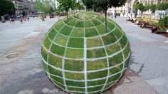 An eye-popping optical illusion created by Parisian artist François Abelanet is on display outside Paris City Hall. This work of art looks like a giant grass ball, but it's actually flat.