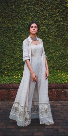 A-Line Wedding Dresses Collections Overview 36 Gorgeou… Party Wear Indian Dresses, Designer Party Wear Dresses, Indian Gowns Dresses, Indian Bridal Outfits, Dress Indian Style, Indian Fashion Dresses, Gown Party Wear, Indian Wedding Gowns, Indian Fashion Trends
