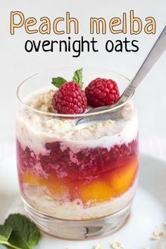 Peach melba overnight oats - with fresh peaches and raspberry sauce! A healthy, make-ahead breakfast with lots of fresh fruit, inspired by the retro dessert! #retrofood #overnightoats #healthybreakfast #freshfruit #vegetarianfood #raspberries