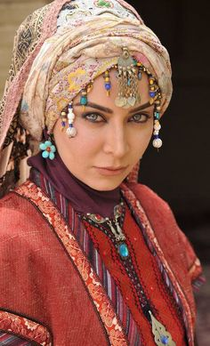 An Iranian lady portraying the Persian traditional fashion