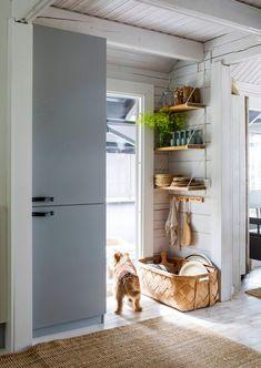 Kitchen Interior, Sweet Home, Kitchen Appliances, Cottage, House, Organization Ideas, Knotty Pine, Home Decor, Decor Ideas