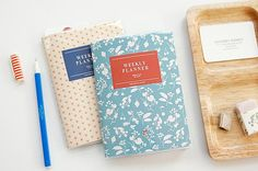 . materials : paper, PVC    . size : 105 x 145 mm    . pages : intro 01P / weekly plan 54P / profile 01P / Total 56P    . included : weekly planner +