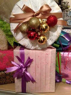 Gift wrapping styles from the book