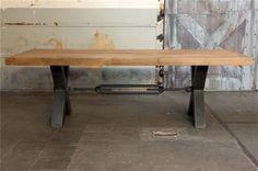 12. Grote tafel industrieel design eiken met staal 220 cm € 1.695,-