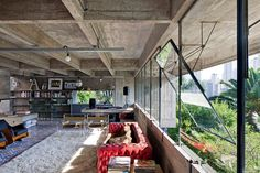 Another private home built from the bulky concrete forms that he became known for is Casa Masetti, a 1970 house designed for the engineer Mário Masetti. Interior Architecture, Interior And Exterior, Interior Design, Amazing Architecture, Best Architects, Step Inside, Brutalist, Luxury Homes, Luxurious Homes