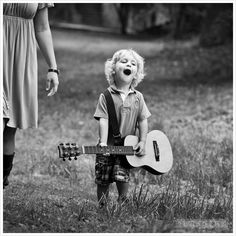 Little One Singing his heart out with his guitar! Singing - it just brings joy ~ not only to the one singing but to those who hear! Little People, Little Boys, Cute Kids, Cute Babies, Lewis Carroll, Beautiful Children, Belle Photo, Black And White Photography, Oeuvre D'art