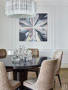 """Фрагмент столовой. На стене картина Людмилы Константиновой """"Бриллиант"""" (2012)…"""