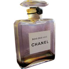Chanel Perfume Bottle Bois Des Iles Thin Glass Top Unopened with Cord and Tag Best Womens Perfume, Perfume Gift Sets, Chanel Perfume, Coco Mademoiselle, Antique Perfume Bottles, Mini Bottles, Fragrance, Beautiful Perfume, 1930s