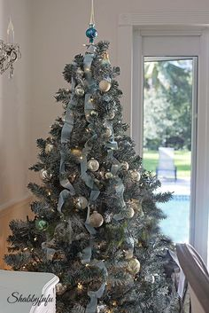 how to revive an old christmas tree/shabbyfufublog.com