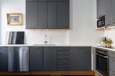 Brahegatan 38 | Per Jansson fastighetsf�rmedling Kitchen Cabinets, Home Decor, Decoration Home, Room Decor, Kitchen Cupboards, Interior Design, Home Interiors, Kitchen Shelves, Interior Decorating