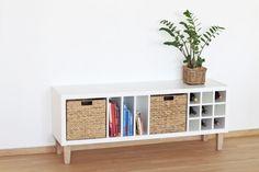 So machst du deinem Kallax Regal Beine: Mit den FOT Möbelfüßen wird aus deinem Ikea Standardregal ein völlig neues Möbelstück. Pimp dein Kallax!