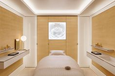 J'Adore: The luxurious Dior Spa in Paris Beauty Salon Decor Treatment Rooms, Beauty Bar Salon, Spa Treatment Room, Massage Spa, Massage Room, Office Interior Design, Luxury Interior Design, Spas, Spa Sale