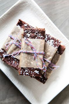 The recipe for Jennifer Chong's Fruit & Nut bars is a healthy snack that's perfect for a weekend trip or outdoor picnic. #recipes #snack #bars #healthy #nuts #fruit