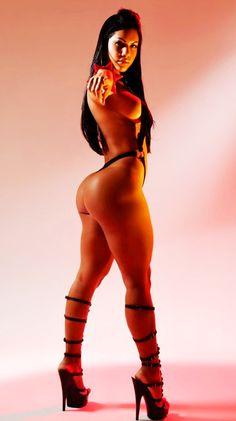 laura rocha wants you............... to squat!