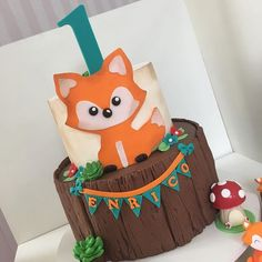 Teal & Orange Fox Cake with Bunting (Enrico) Fox Party, Baby Party, Baby Boy 1st Birthday, Boy Birthday Parties, Baby Shower Cakes, Baby Boy Shower, Bebe 1 An, Fox Cake, Woodland Party