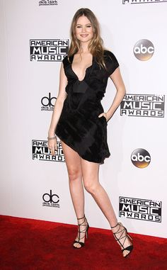 """Eight weeks after giving birth to daughter Dusty Rose Levine, the 27-year-old supermodel returned to the red carpet at the 2016 American Music Awards. Her husband Adam Levine's band, Maroon 5, is set to perform """"Don't Wanna Know"""" with Kendrick Lamar during the AMAs."""