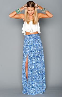 Fashionista Fly: Crop Top With Blue Maxi-Skirt-- Looks just like Andi's outfit when Josh came to meet her family! Basic Fashion, Look Fashion, Street Fashion, Womens Fashion, Fashion 2015, Fashion Trends, Jw Mode, Boho Chic, Estilo Hippie