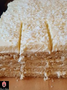Dea's Cakes: Prajitura Alba Ca Zapada- Snow White Cake Snow White Cake, Pastry Recipes, Good Food, Sweets, Bread, Cheese, Vegan, Desserts, Saintpaulia