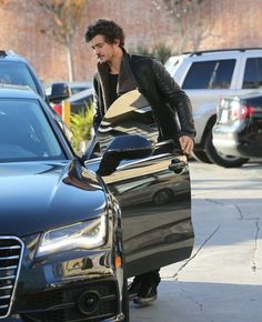 Orlando Bloom ran errands in his new black Audi A7