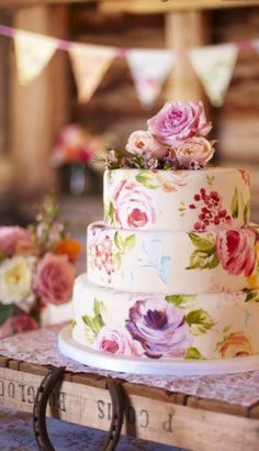 Gorgeous handpainted flowers on a three tier wedding cake.  So lovely!   ??b?
