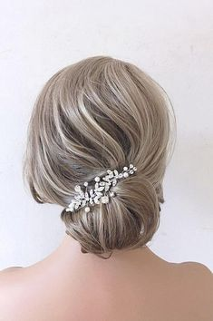 This Pin was discovered by Bridal Star wedding hair accessories. Discover (and save!) your own Pins on Pinterest. Bridal Hair Down, Wedding Hair Down, Bridal Hair Vine, Wedding Hairstyles For Long Hair, Bridal Hairstyles, Star Wedding, Bridal Veils, Wedding Hair Clips, Wedding Hair Pieces