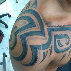 Primera sesión de cobertura de antiguo tribal con retoques maorí    #dibujando #tattooartist #tattooer #tattoostudio #artoftheday #artwork #dibujantenocturno #dibujante #illustration #caracas #inked  #tatuador #venezuela #lapiz #papel #tatuadoresdevenezuela #creativo #creative #tatuadoresvenezolanos #tattoo #tatuajes #intenzepride #maoritattoo #tribal #blacktattoo #yaeromtatuajes #lineas