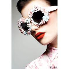 Foto di Chris Nicholls per Flare Magazine. Photo by Chris Nicholls for Flare Magazine. Ray Ban Sunglasses Sale, Sunglasses Outlet, Sunglasses 2016, Cheap Sunglasses, Moda Funky, Style Funky, Chris Nicholls, Urban Chic, Flower Sunglasses