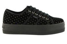 Zapato basket de plataforma, elaborado en terciopelo decorado con puntitos…