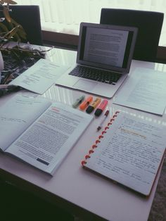 4 Things Juniors Can Do to Set Themselves Up For a Job After Graduation - Studying Motivation Studyblr, Ein Job, Study Organization, Pretty Notes, School Study Tips, Study Space, Study Desk, Study Hard, School Notes