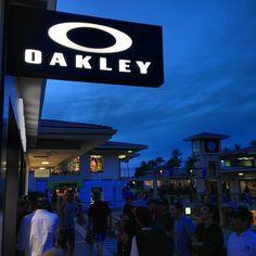 oakley store hawaii