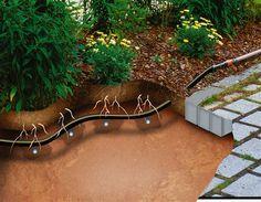 <strong>Sørger for vandbesparende og målrettet vanding</strong><br/>Da drypvanderne installeres under jorden, leveres vandet lige der, hvor der er brug for det, så der er intet spild.