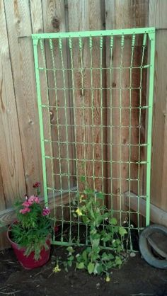 10 ways to repurpose a baby crib - mattress springs propped in the corner as a trellis. Have an old baby crib and don't know what to do with it? I love repurposing items so here are 10 great ways to repurpose a baby crib. Garden Junk, Diy Garden, Garden Trellis, Garden Crafts, Dream Garden, Garden Projects, Garden Art, Garden Design, Garden Boxes