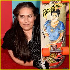 Rose Siggins Dead – 'American Horror Story' Actress Dies at 43 Rose Siggins has sadly passed away at age The actress, who played the role of Legless Suzi on American Horror Story: Freak Show, died on Saturday morning… American Horror Story, The Incredibles, Entertaining, Actresses, Memories, Birth, Profile, Age