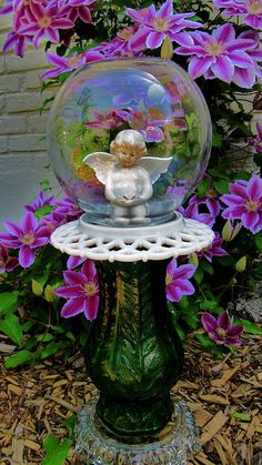yard art-garden totem-angel in a bubble-glass garden art-repurposed-garden sculpture- garden decor- garden whimsey-Mother's Day-birthday Angel Garden, Magic Garden, Diy Garden, Garden Crafts, Garden Totems, Glass Garden Art, Garden Statues, Glass Art, Garden Sculpture