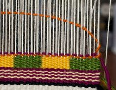 For this post I tackle two techniques in the CraftArtEdu Introduction to Tapestry Class: pick and pick and soumak knots. Pick and Pick Pick and pick is a method you'll hear about a lot. It cr… Weaving Textiles, Weaving Art, Loom Weaving, Hand Weaving, Tapestry Loom, Small Tapestry, Loom Knitting Patterns, Weaving Patterns, Knitting Tutorials
