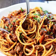 One-Pot Spaghetti is quick, easy, & delicious, with only one pot to wash for a family-pleasing dinner.you'll never make regular spaghetti again! Meatless Pasta Recipes, Easy Pasta Recipes, Spaghetti Recipes, Pasta Recipes Kid Friendly, Kid Friendly Meals, One Pot Meals, Kids Meals, Easy Meals, Tortellini