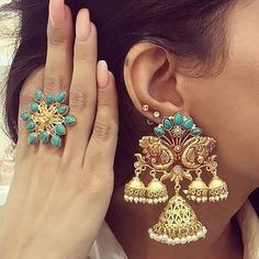 Trending Offbeat Jewellery for your Unique bridal look! Leave the regular bridal jewellery and experiment something new for your bridal look! Indian Jewelry Earrings, Indian Jewelry Sets, Jewelry Design Earrings, Indian Wedding Jewelry, Ear Jewelry, Bridal Earrings, Fashion Earrings, Bridal Jewelry, Gold Earrings