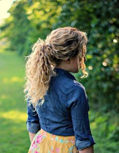 ponytail easy hairstyles for curly hair ponytail easy hairstyles for curly hair Curly Hair Braids, Curly Ponytail, Ponytail Easy, Messy Hair, 3c Hair, Wavy Hair, Popular Hairstyles, Easy Hairstyles, Girl Hairstyles