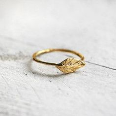 Pretty things make me happy. Moustaches, Ringe Gold, Minimal Wardrobe, Leaf Ring, Metal Clay, Messing, Silver Rings, Wedding Rings, Leaves