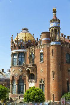 El #HospialDeLaSantaCreuiDeSantPau es la muestra más grande de #Modernismo en #Barcelona. Es obra de #DomenechiMontaner. http://www.viajarabarcelona.org/lugares-para-visitar-en-barcelona/hospital-de-la-santa-creu-i-de-sant-pau/ #turismo #viajar