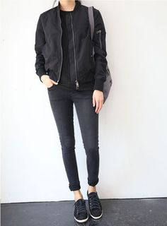 Edgy Casual: All Black - Bomber Jacket - Jeans - Sneaker
