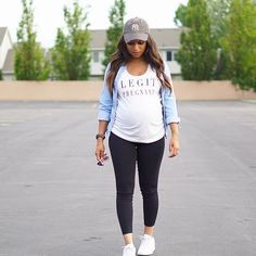 Fashionable Mummy And Me Outfit Ideas You'll Want To Copy - Pregnancy Looks - Kleidung, Schwanger Cute Maternity Outfits, Stylish Maternity, Maternity Pictures, Maternity Wear, Casual Pregnancy Outfits, Maternity Styles, Maternity Clothing, Spring Maternity Fashion, Maternity Clothes Spring