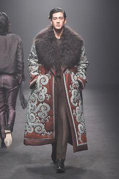 Kim Seo Ryong Seoul Fall 2017 Fashion Show Fashion Moda, Fashion 2017, High Fashion, Mens Fashion, Fashion Outfits, Seoul Fashion, Fashion News, Male Fashion Show, Fashion Guide