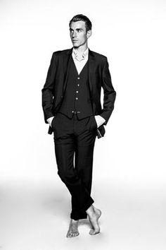 BEN MAZUE Ben Mazué, Lino Ventura, Extraordinary Gentlemen, Gentleman, Fictional Characters, French Songs, Men, Beauty, Gentleman Style