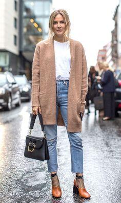 Street style look com casaco bege.