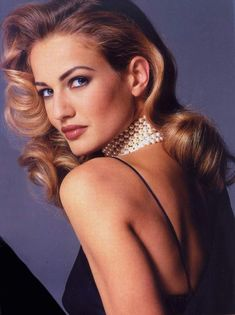 Karen Mulder - Born and raised in the Netherlands. She was a supermodel during the Sense then she have fought a drug addiction, got married and had a son. Models Men, 90s Models, Fashion Models, Tatjana Patitz, Christy Turlington, Linda Evangelista, Cindy Crawford, Glamour, Stephanie Seymour